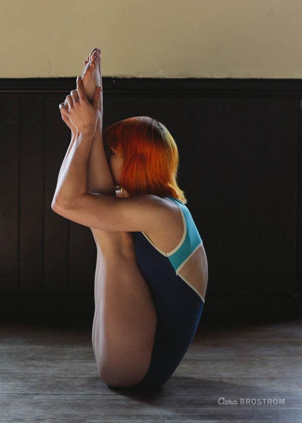 urdhva mukha paschimottanasana. yoga photography by Cara Brostrom.