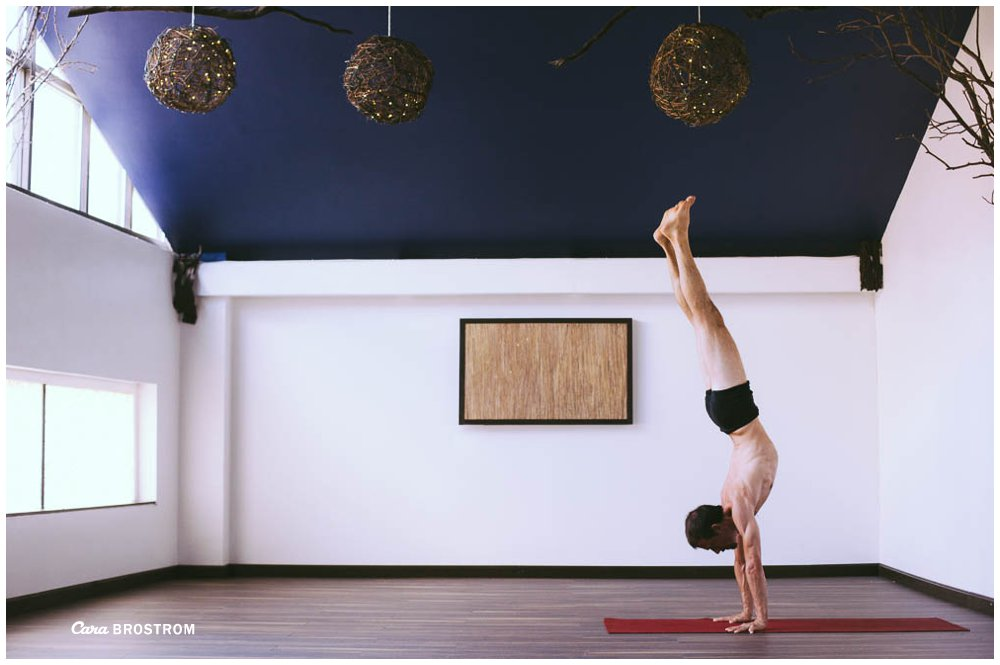 adho mukha vrksasana handstand